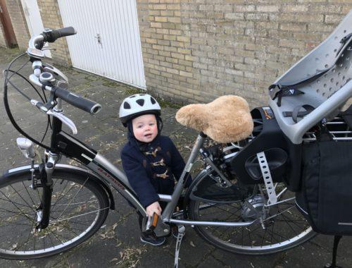 Met je dreumes op de fiets